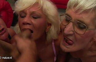 छिद्रों में: उत्पीड़ित सेक्सी पिक्चर मूवी फुल एचडी की माँ, बड़े घर में