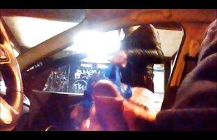 लड़की के साथ फर्श सेक्सी वीडियो एचडी फुल मूवी पर masturbates